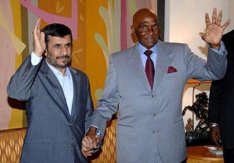 Ahmadinejad à Dakar, soutien du Sénégal sur le dossier du nucléaire