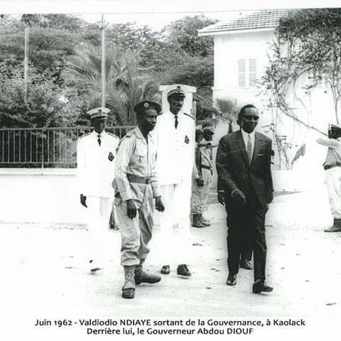 Photos :  Valdiodio Ndiaye et le Gouverneur Abdou Diouf à Kaolack en juin 1962