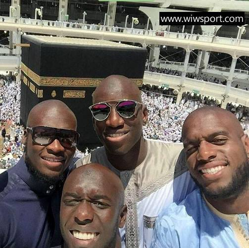 Demba Bâ, Moussa Sow, Issiar Dia et Jacques Faty à la Mecque.