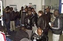 Une vingtaine de sans-papiers ont investi l'agence Manpower, rue d'Illiers, avant même d'être expulsés de celle de Synergie.