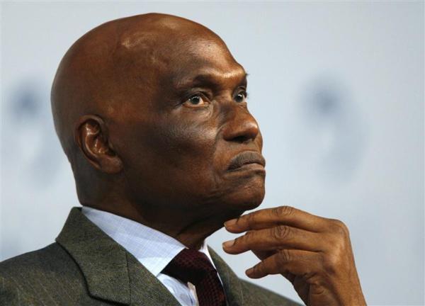 Pourquoi Me Wade prolonge toujours son séjour à Dakar