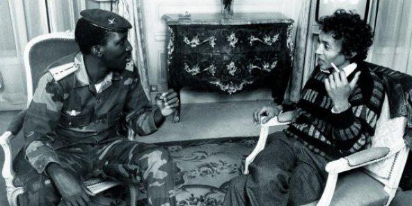 Le capitaine Thomas Sankara et le journaliste Sennen Andriamirado, à Paris, en 1986. © Pascal Maitre/Archives JA