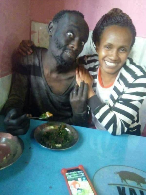 Histoire touchante: Elle a rencontré son ami d'enfance devenu fou (Photos)