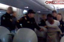 Vaste enquête internationale après l'attentat manqué dans un avion aux Etats-Unis