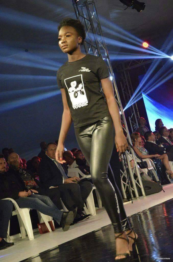 (Photos) Ndack Niki Guèye: La Sénégalaise à la noirceur d'ébène qui éblouit les podiums d'Italie...