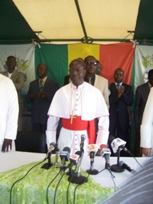[ Photos-Audio ] Meeting presidé par le Cardinal Sarr et Protestations