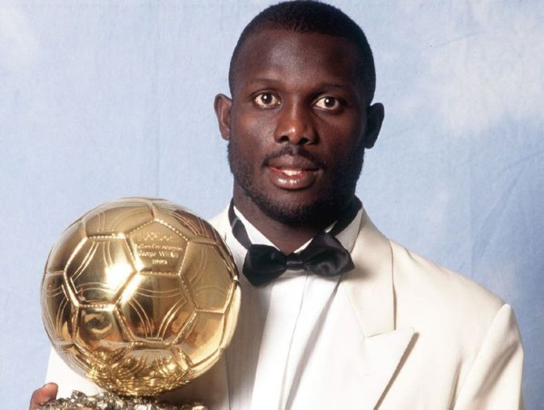 George Weah, est un joueur de football international libérien devenu homme politique. Attaquant de renom, il remporte en 1995 le Ballon d'or récompensant le meilleur joueur évoluant en Europe