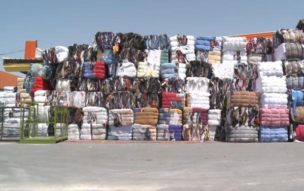 """""""Fripe business"""", ou la juteuse économie des vieux vêtements"""
