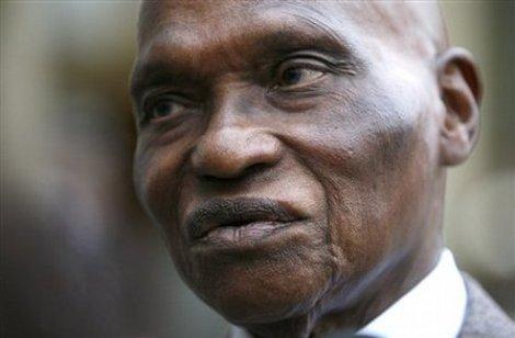 POUR FAIRE CESSER LES ATTAQUES CONTRE «LE MONUMENT DE LA RENAISSANCE AFRICAINE»: Wade, cite la Sourate 4; Verset 59 du Coran