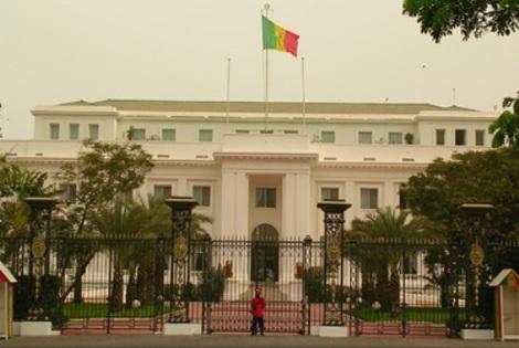 SENEGAL : Le palais présidentiel transformé en marché.