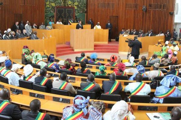 L'Assemblée nationale dans le noir: Amadou Bâ et Birima Mangara stoppent les travaux de la commission des Finances