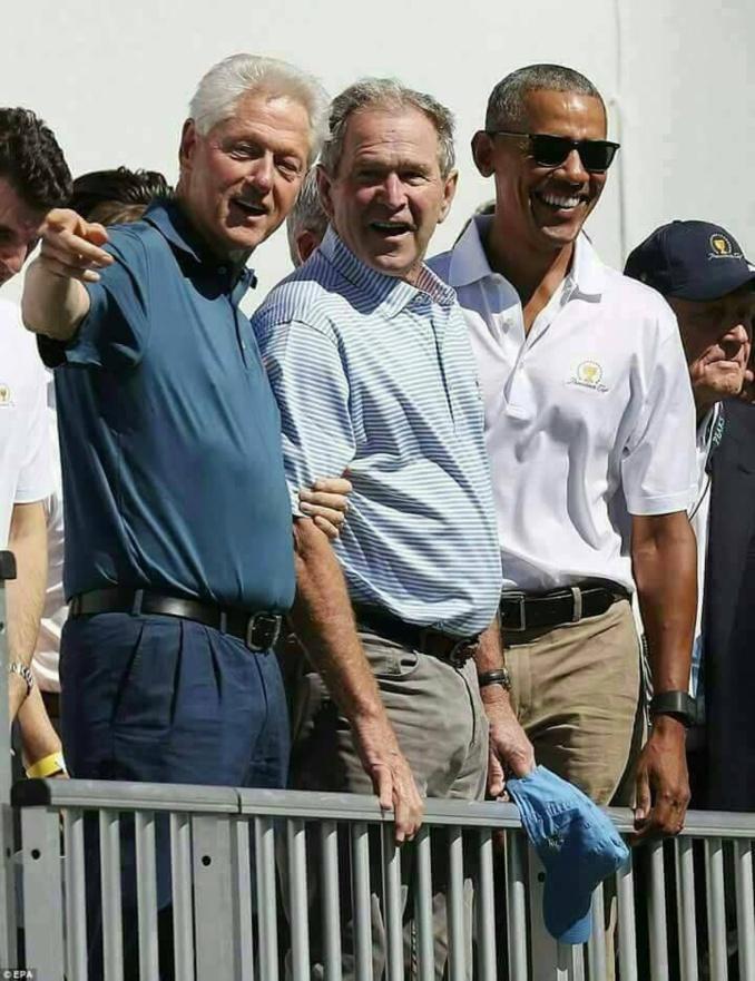 Arrêt sur image -Les 3 derniers présidents des Etats-Unis, côte à côte, en toute simplicité