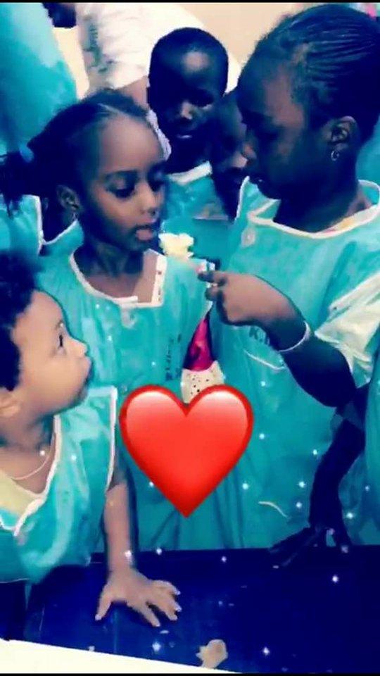 Vidéo : Pour fêter l'anniversaire de ses filles, l'animateur Cheikh Sarr débarque à l'école avec…