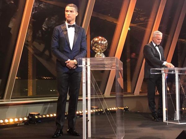 Ballon d'Or: et de cinq pour Cristiano Ronaldo qui rejoint Lionel Messi