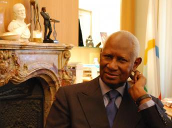 Abdou Diouf: à propos de Madéla  « Il est sorti de prison, apaisé, avec une âme plus belle encore »