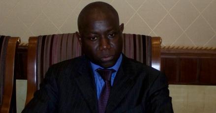 Bara Tall reçu au palais par Wade sous l'égide d' Idrissa Seck, Yakham Mbaye se fâche et démissionne après avoir été recadré par le patron de JLS. Ce dernier dément