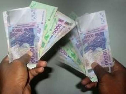 Faux billets de banque: L'Etat corse la répression