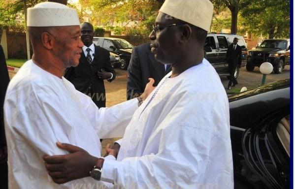 "Sur le point de rentrer  au Mali,  ATT exprime sa ""profonde gratitude"" à Macky Sall"