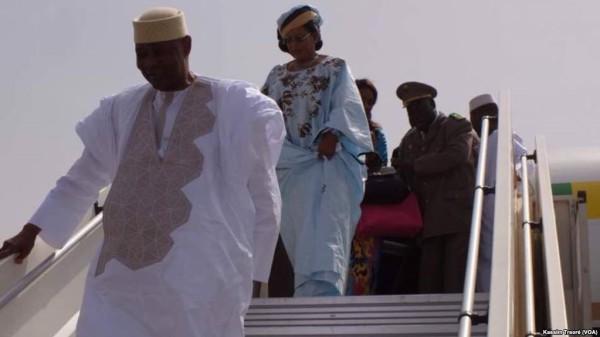 """Mali: Une liesse populaire à l'accueil de l'ex-président """"ATT"""" de retour à Bamako après 5 ans d'exil"""