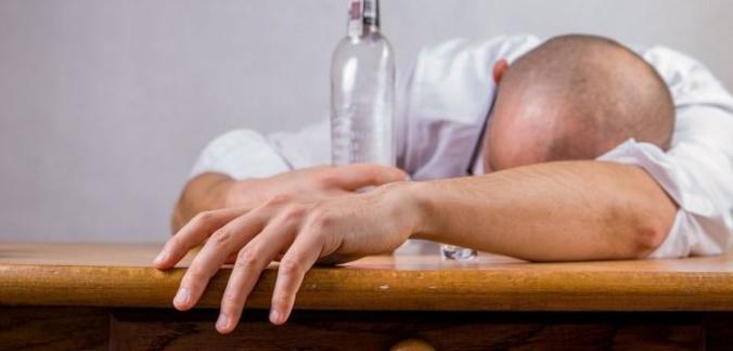 Découvrez les conséquences de l'alcool sur la peau!