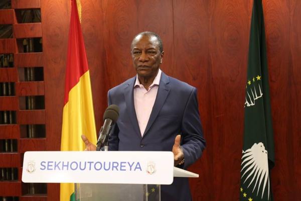 """Alpha Condé menace les diplomates : """"Celui qui va s'ingérer dans les affaires de la Guinée, je le mettrais dans le premier avion"""""""