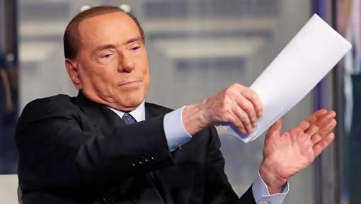 """Berlusconi: """"Ce sont toujours les femmes qui me courtisent"""""""
