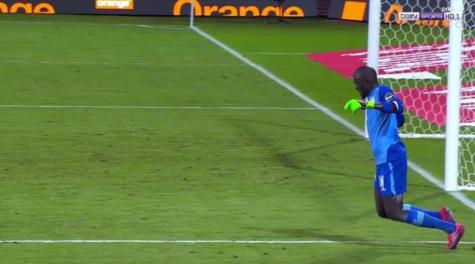 "Khadim Ndiaye ""roi de la simulation"" devant Suarez, Busquets..., selon France Football"