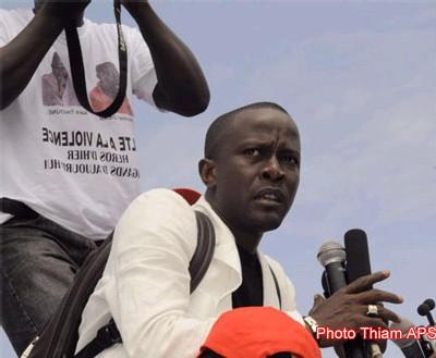 "Emission ""Remue-ménage"" Babacar Fall recevait Yakham Mbaye journaliste et Pierre Ba enseignant-chercheur."