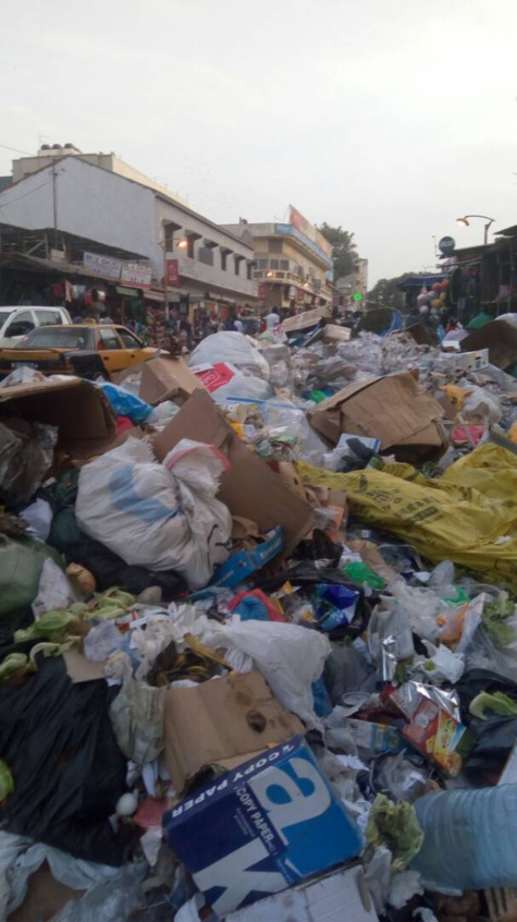 Grève des concessionnaires: Dakar aux allures de Mbeubeuss (Photos)