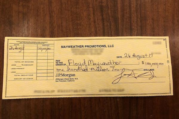 Mayweather et son chèque de... 100 millions en dollars US !