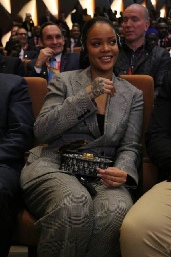 Rihanna à Diamniadio pour  la Conférence de Financement du Partenariat Mondial pour l'Éducation, « Un investissement pour l'avenir », co-parrainée par Emmanuel Macron et Macky Sall.
