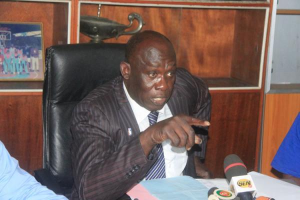 Baba Tandian clashe l'opposition : « Qui tombe malade, va se soigner en France, qui prend ses congés, va en France... »