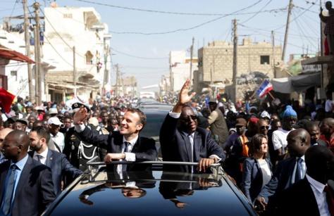 Macky Sall et Emmanuel Macron prennent un bain de foule à Saint-Louis (Photos)