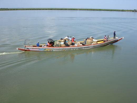 Renversement d'une pirogue sur le fleuve Sénégal : 13 morts (jeunes filles) et 2 survivants.