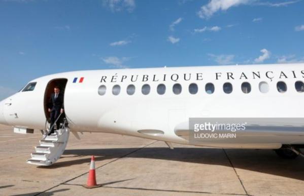 Le Falcon 7X d'Emmanuel Macron toujours cloué sur la piste de l'aéroport de Saint-Louis
