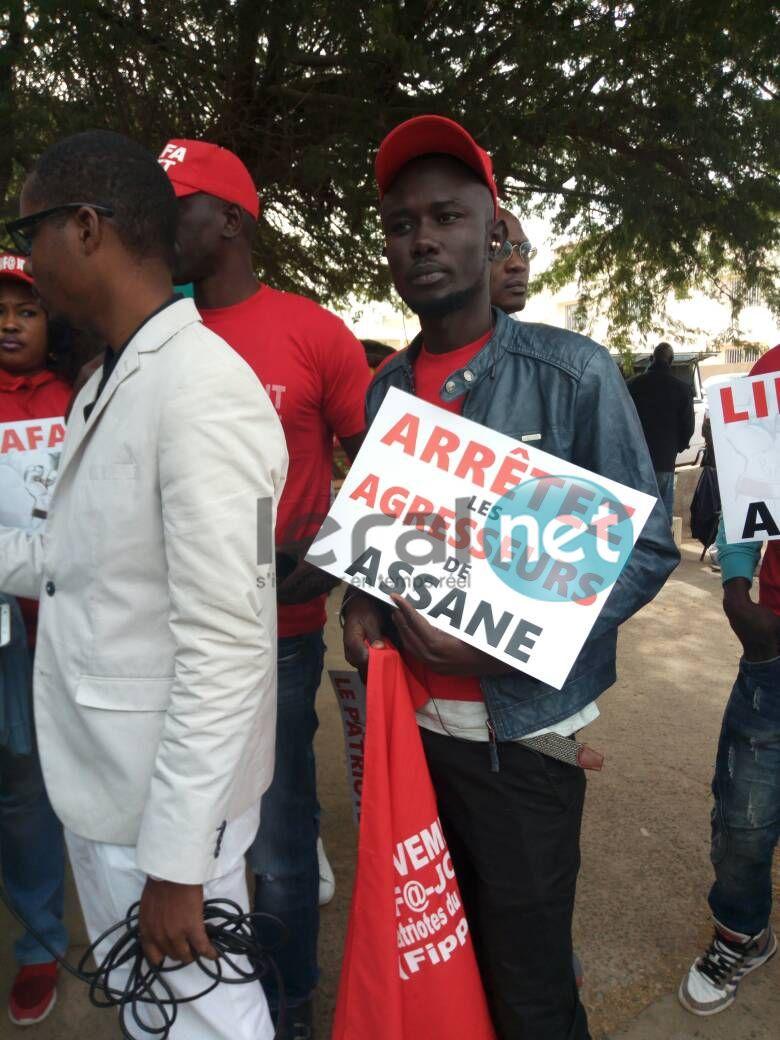 Malika et les pro Assane Diouf manifestent devant l'ambassade des Etats Unis (photo)