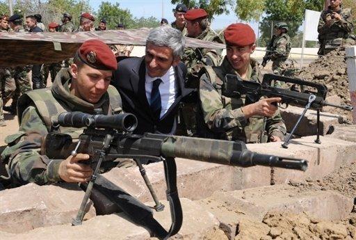 Au-delà  du discours sur les bases militaires françaises
