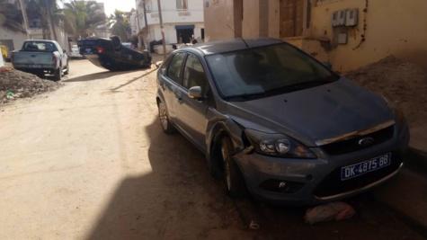 Une voiture s'est renversée à la cité Djily Mbaye, le conducteur a pris la fuite