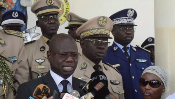 """Le ministre Augustin Tine sur les causes du crash : """"Nos hélicos sont en très bon état et sont entretenus régulièrement"""""""