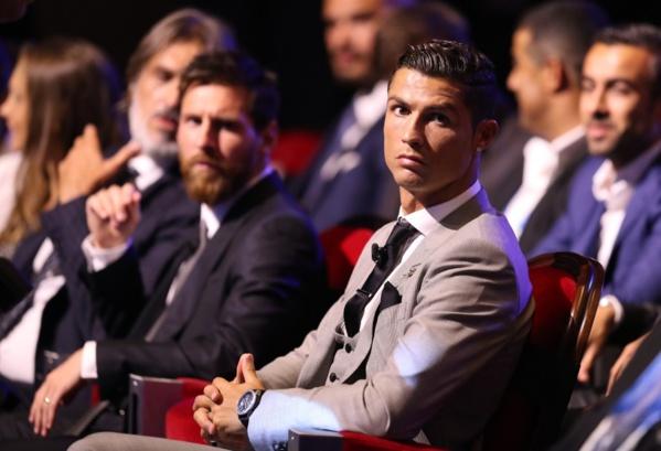 Ronaldo réclamerait le même salaire que Messi… plus un euro