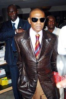 Papa Samba Mboup, Conseiller de Abdoulaye Wade: La veste Louis Vuitton (100% crocodile) 150.000 Euros!