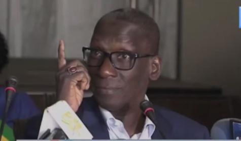 """Video- Mamadou Diop Decroix sermonne Macky Sall: """"Koufi tek sa bop Moussa ak Harouna*….."""""""
