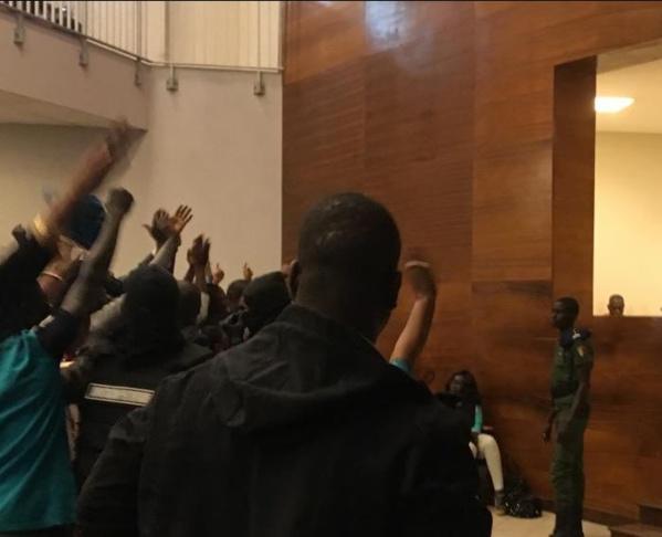 Direct-Palais de justice de Dakar: Forte mobilisation au procès Barthélemy Dias