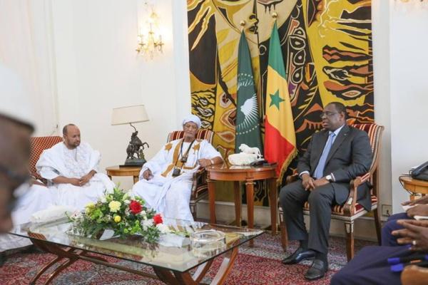 Audience du Khalife Général des Khadres : Macky Sall évoque les relations du Sénégal avec la Mauritanie avec son hôte