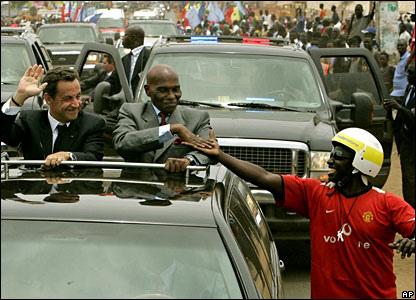 La base de Dakar ferme, pas la « Françafrique »