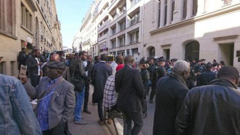 Vidéo- Parrainage:  l'opposition manifeste à Paris contre le Président Macky Sall