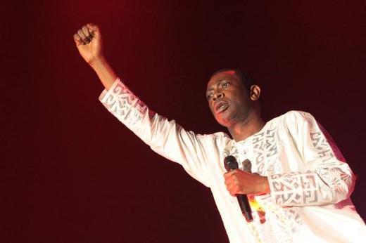 """[Audio] Youssou Ndour ouvre le grand bal de Bercy avec """"Feke maci booli"""" : """"Paréna"""" a dit le """"nouvel ami"""" de Karim Wade"""