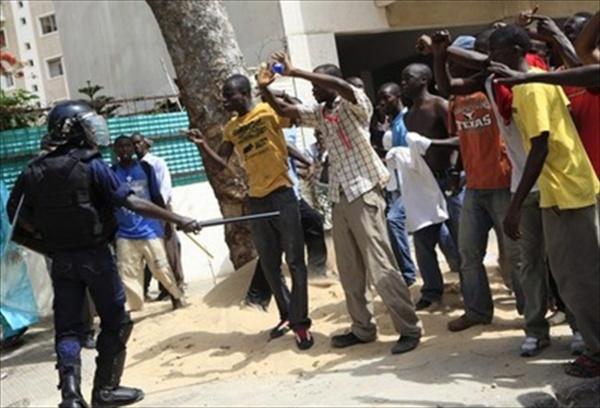 Affrontements entre forces de l'ordre et élèves à Thiès : un élève de terminale blessé aux yeux par les policiers