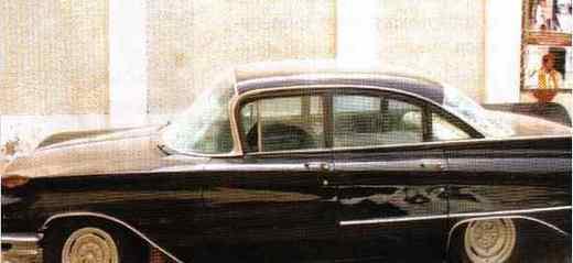 [Regardez] La voiture de Baye Niasse en plein centre ville