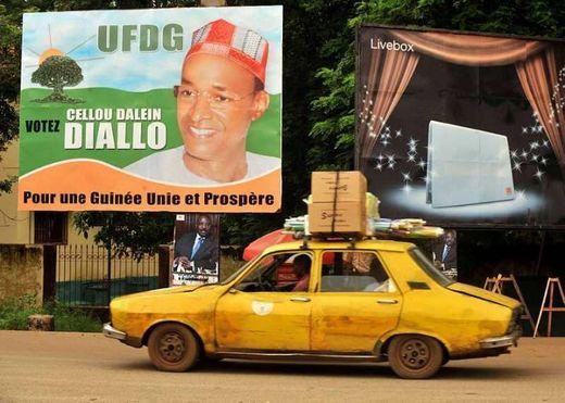 Forte affluence des Guinéens devant les bureaux de vote à Dakar